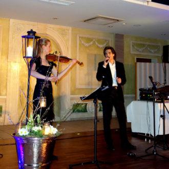 Italienischer Sänger zur hochzeit mit Violine